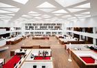 Centrum dydaktyczne Uniwersytetu Medycznego Erazma w Rotterdami – gigantyczne miejsce spotkań autorstwa holenderskiej pracowni KAAN Architecten